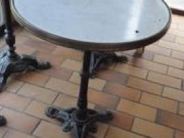 Dix tables de bistro