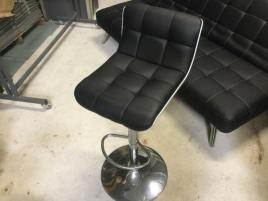 Six chaises de bar