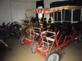 Une pièce comprenant : vélos e