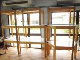 Neuf tables carrées et rectang